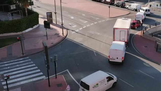 Imagen de la manifestación protagonizada por los vendedores ambulantesa bordo de vehículos por las calles de Murcia