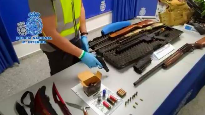 Imagen de las armas encontradas por la Policía.