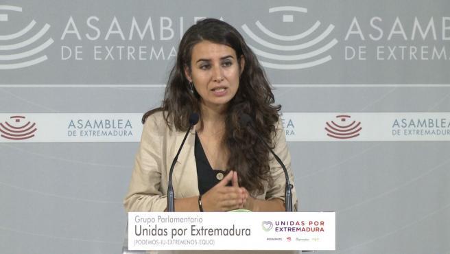 Irene de Miguel en rueda de prensa para presentar una iniciativa sobre reducción del uso de plástico