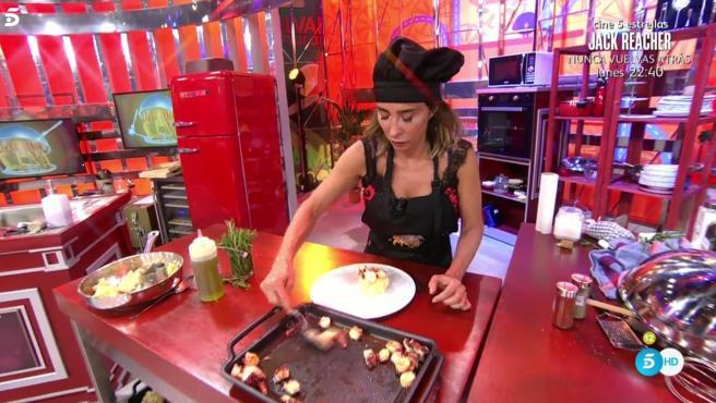 María Patiño prepara pulpo a feira en 'La última cena'.