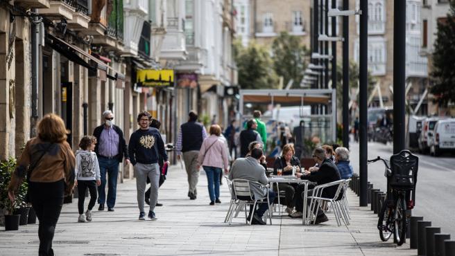 Vitoria-Gasteiz. Primer dia en fase 1 de la desescalada. Terrazas en el centro de Vitoria-Gasteiz