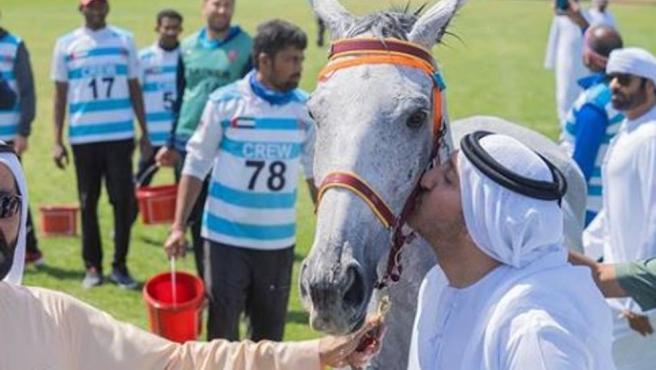 El jinete emiratí Abdul Aziz Bin Faisal Al Qasimi