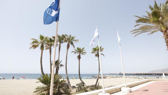 Bandera azul en la playa de Almería