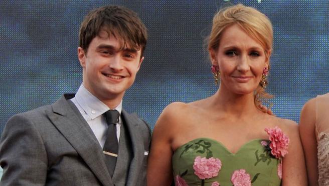 """""""Las mujeres trans son mujeres"""": Daniel Radcliffe interviene en la polémica de J. K. Rowling"""