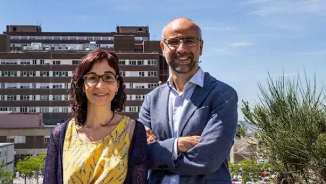 Los investigadores María Carmen Puertas y Javier Martínez-Picado.