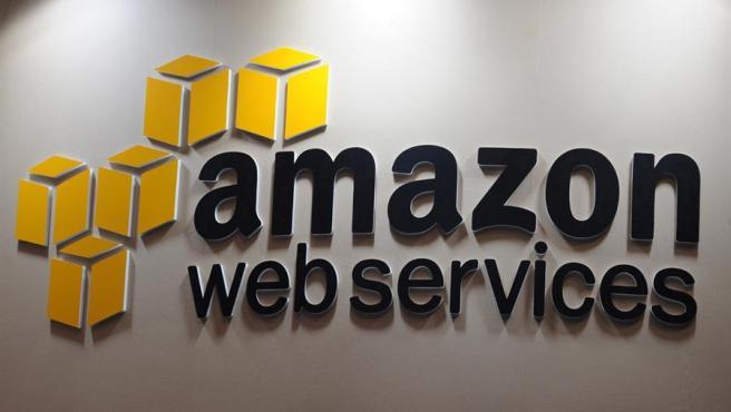 Logo de Amazon Web Services (AWS) en una feria de tecnología de Tokio, Japón.