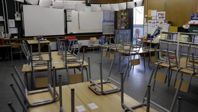 Una de las aulas de la escuela Marta Mata de Girona, vacía el pasado mes de abril.
