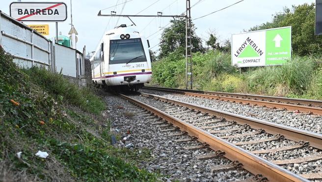 Vista del lugar donde donde dos jóvenes han muerto arrolladas por un tren de la línea de Feve,a la altura de la localidad cántabra de Barreda (Torrelavega).