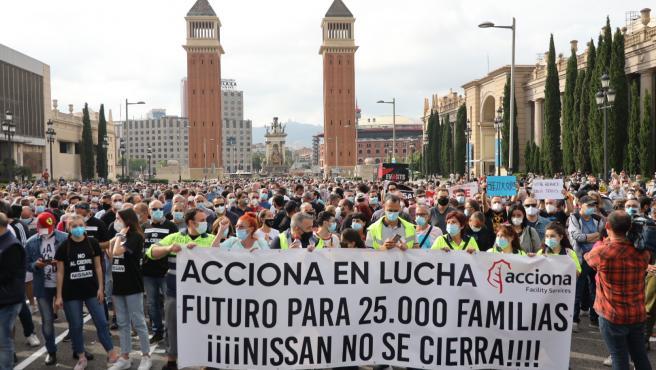 Trabajadores de Nissan en la Avenida Maria Cristina de Barcelona.