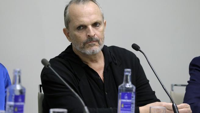 El cantante Miguel Bosé participa en el acto 'Hablemos sobre el Sida', en Madrid.