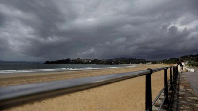 Playa Grande del concello coruñés de Miño, La Coruña.