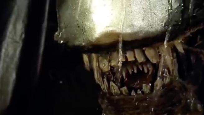 Imagen de la versión de Alien realizada con cartón