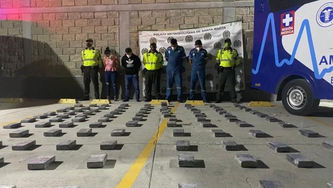 Cargamento de cocaína incautado por la Policía Nacional de Colombia oculto en una ambulancia.