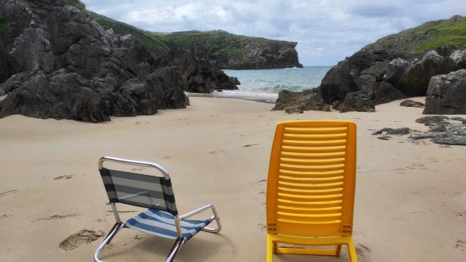 Playa de Cué, en Llanes.