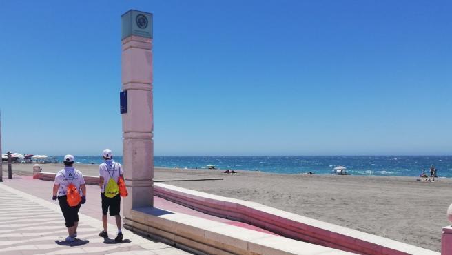 Vigilantes de playa de la Junta de Andalucía en el Paseo Marítimo de Almería