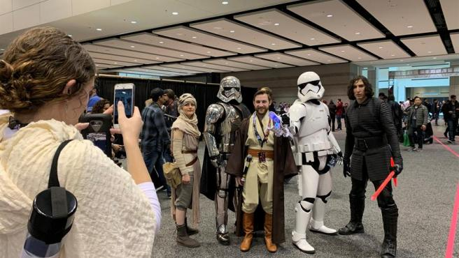 Asistentes a la convención 'Star Wars Celebration' de 2019, en Chicago (EE UU).