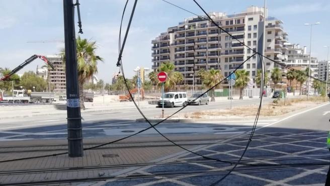 La catenària afectada en la zona de platja de Sant Joan.