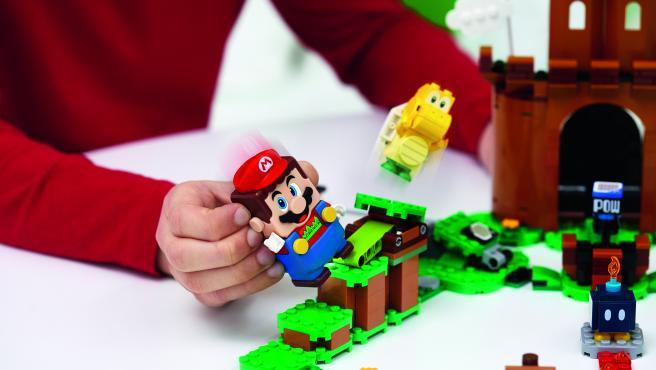 Lego Super Mario.
