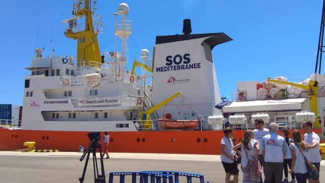 L'Aquarius parteix del port de València en imatge d'arxiu