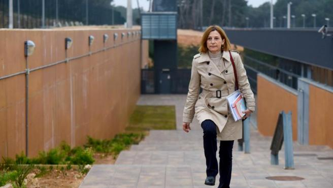 La expresidenta del Parlament, Carme Forcadell, saliendo de la cárcel de Mas d'Enric el pasado 17 de febrero.