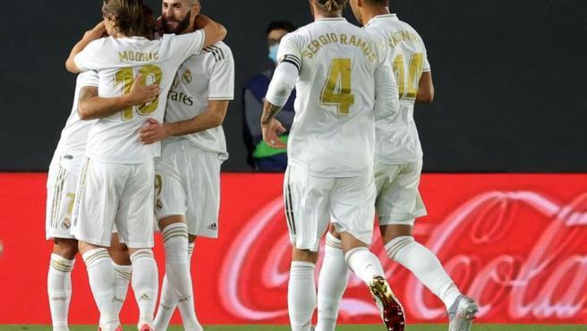 El Real Madrid celebra uno de sus goles contra el Valencia.