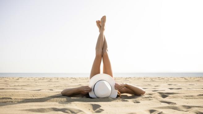 Hidratar la piel después de tomar el sol es fundamental para prolongar el bronceado.