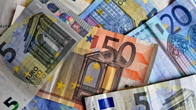 El coronavirus ha dejado algo desfasado el pago en efectivo. Teniendo en cuenta que billetes y monedas pueden ser transmisores del virus, el uso de la tarjeta cada vez gana más terreno.