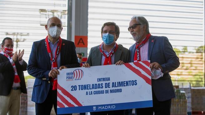 Almeida, durante el acto benéfico con la Unión de Peñas del Atlético.