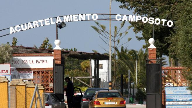 Entrada del cuartel militar de Camposoto, en Cádiz.