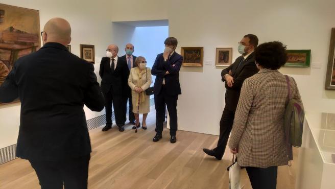 El presidente del Principado, Adrián Barbón, participa en la inauguración de la exposición de Orlando Pelayo en el Museo de Bellas Artes de Asturias, acompañado por familiares del artista y la consejera Berta Piñán.