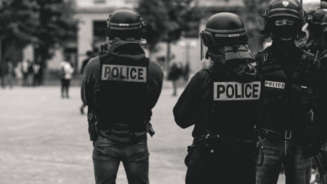 Imagen de archivo de policías en Lyon, Francia.