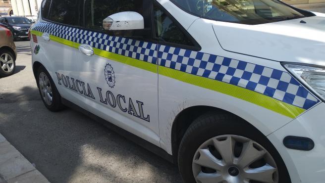 Policía Local de Málaga, coche patrulla, barrio