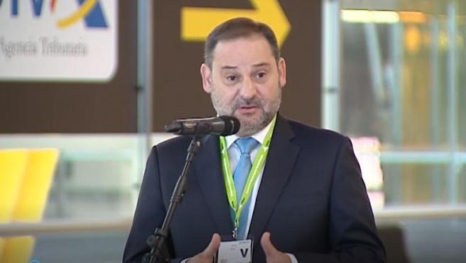El ministro de Fomento, José Luis Ábalos, ha advertido hoy del peligro de los mensajes lanzados por las autoridades de la comunidad de Madrid respecto a la apertura de fronteras.