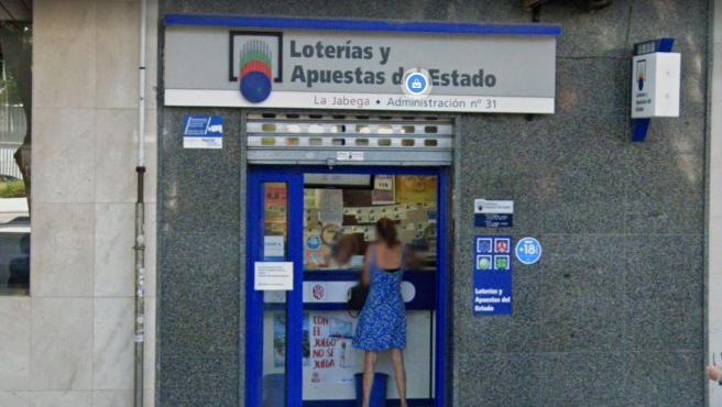 Imagen de la administración de Loterías de Málaga donde se ha vendido un premio de la Primitiva.