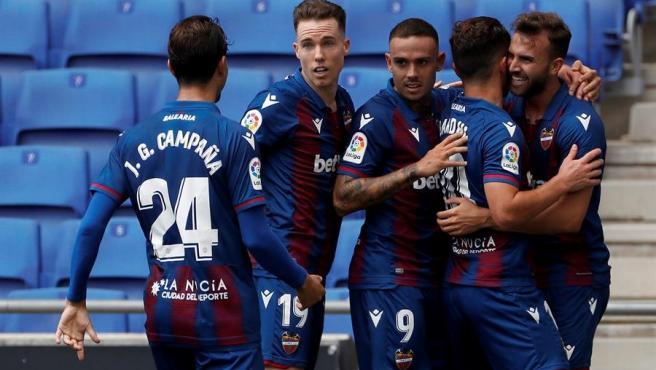 El Levante celebra un gol.