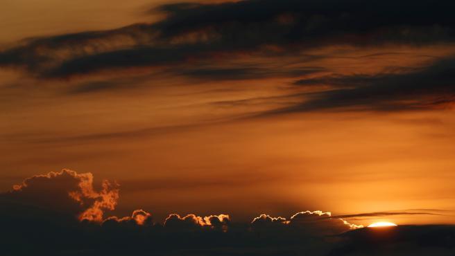 Amanecer de este 20 de junio desde el monte de San Cristóbal, en Pamplona.