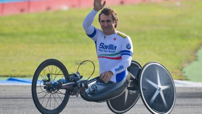 Alex Zanardi, en una de sus bici adaptada.
