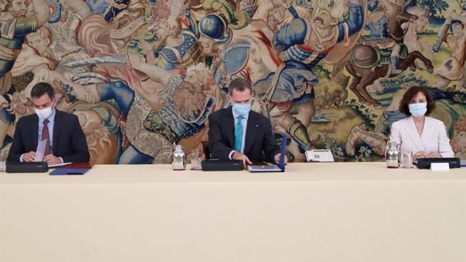 El rey preside el Consejo de Seguridad Nacional junto al presidente del Gobierno, Pedro Sánchez y la vicepresidenta primera, Carmen Calvo.