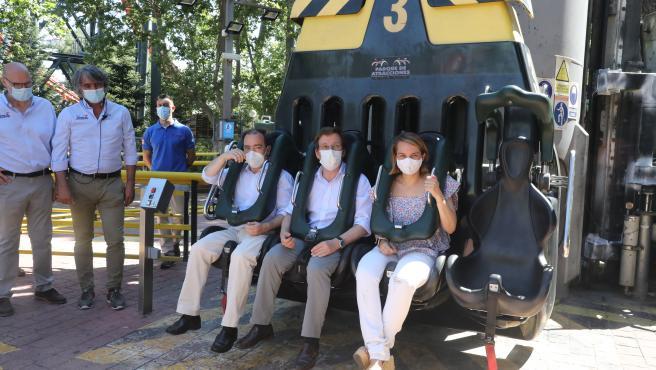 Madrileños pueden acudir ya al Parque de Atracciones, al Zoo y al Teleférico con mascarilla y distancia de seguridad