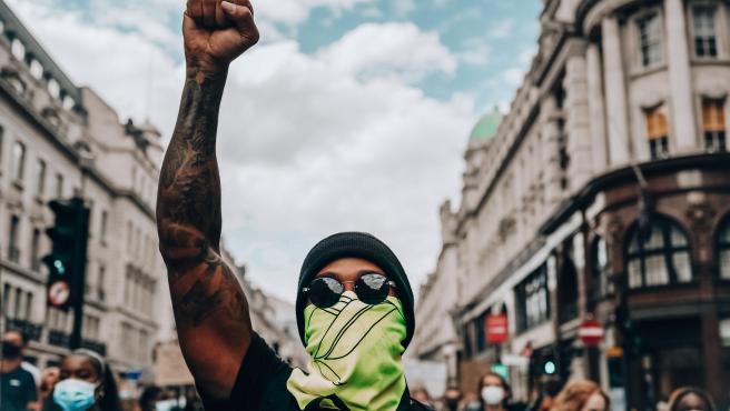 Lewis Hamilton, durante una manifestación contra el racismo