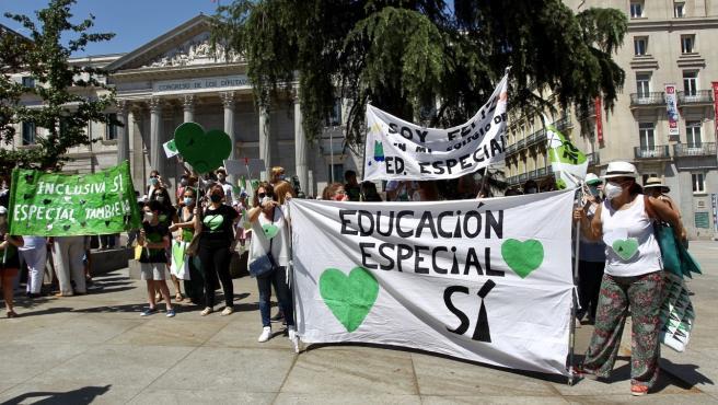 Concentración en defensa de la Educación Especial ante el Congreso.
