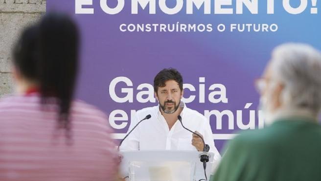 El candidato a la Xunta de Galicia en Común, Anton Gómez Reino, en un acto en A Pobra