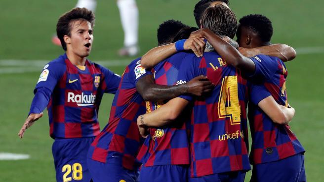 Los jugadores del Barça celebran el tanto de Rakitic que les dio el triunfo.