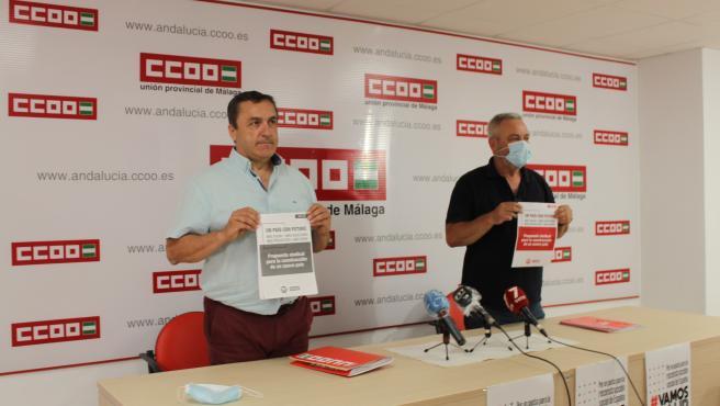 Los secretarios generales de CCOO y UGT, Fernando Cubillo y Ramón Sánchez-Garrido, en rueda de prensa