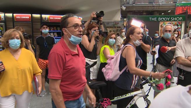 Comerciantes de Atocha increpan a Ábalos por el pago de sus locales