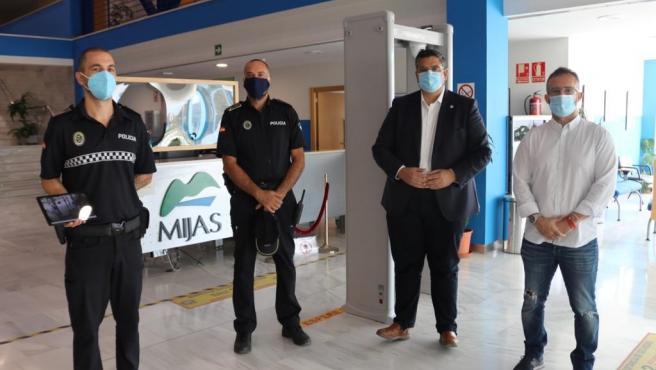 El alcalde de Mijas informa sobre sensores térmicos instalados en dependencias municipales