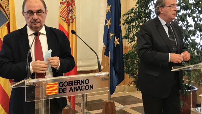 El presidente de Aragón, Javier Lambán, y el consejero de Economía, Carlos Pérez Anadón.