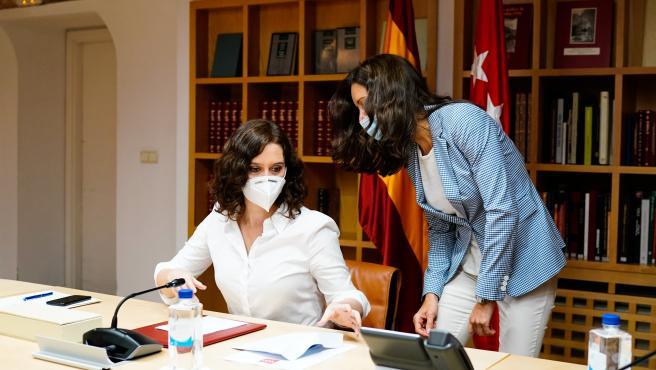 La presidenta de la Comunidad de Madrid, Isabel Díaz Ayuso, durante el Consejo de Gobierno Extraordinario para aprobar medidas de apertura gradual de los sectores económicos de la Comunidad.