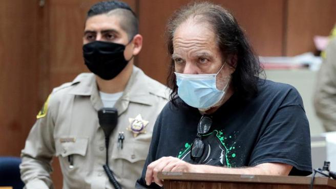 El actor de cine porno Ron Jeremy, en el juzgado de Los Ángeles (California, EE UU) donde se presentaron los cargos de violación y agresión sexual en su contra.