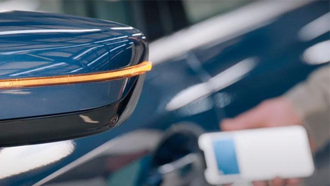 Car Key usa tecnología NFC, basta con acercar el iPhone para abrir el vehículo